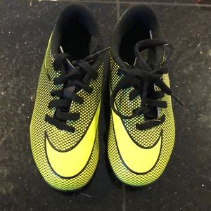 Barely used soccer shoes